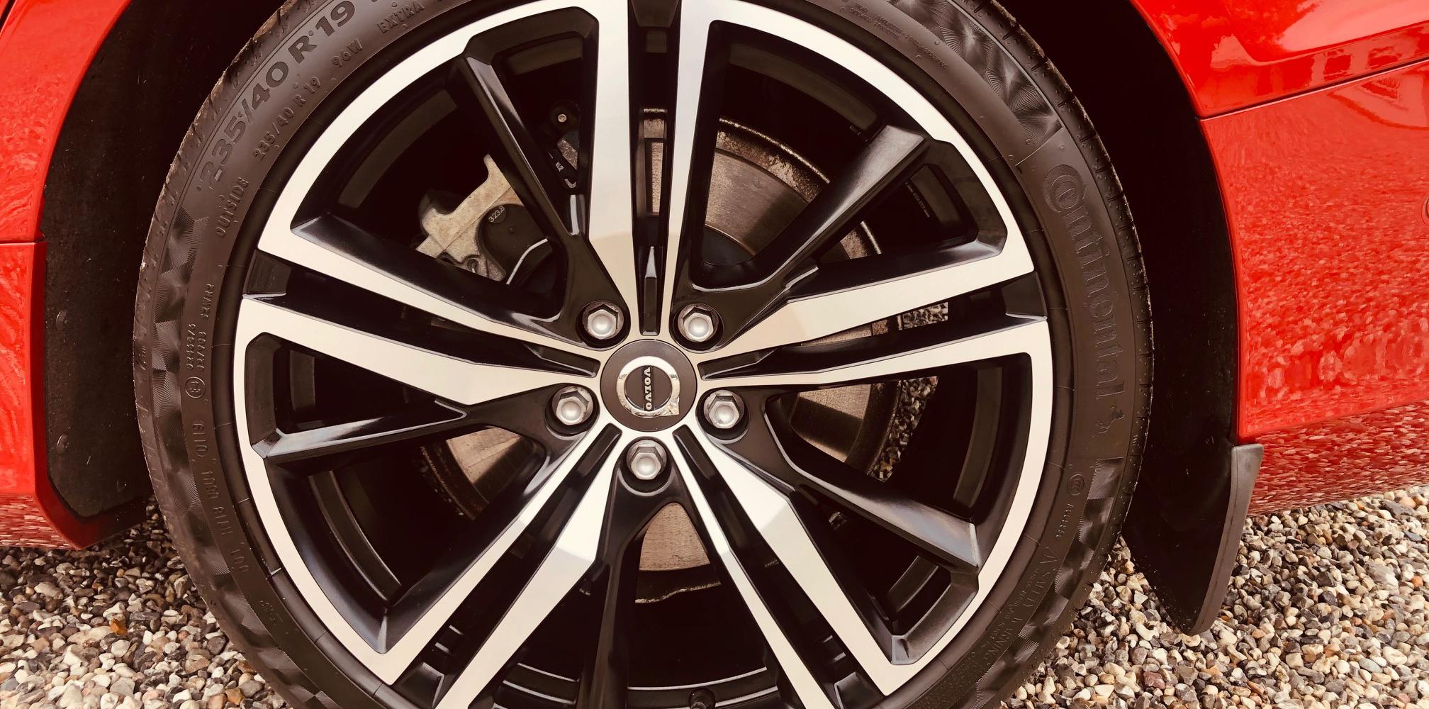 Volvo S60 T5 behandlet Ditec Ceramic Ultra samt fælge og ruder hos Bilpleje Hadsten